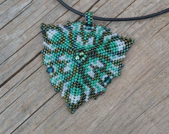 Green triangle beaded, beaded pendant, beaded necklace, crystal triangle, seed bead necklace, summer necklace, beaded triangle, peyote