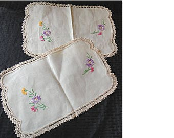 Terrific Pair of Vintage Dresser Scarves / Embroidered Doilies (HH0002)