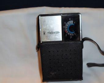 Vintage Juliette Solid State AM transistor radio with case