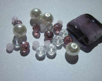 23 round and square glass beads colored (D68)