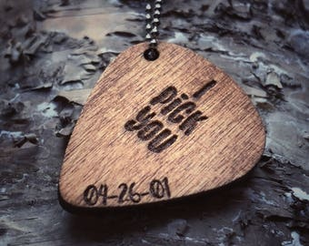 """Unisex Guitar Pick Necklace 
