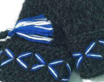 Genuine Lovikka mittens. Very well made. According to swedish tradition. Handcraft. Children size 5-8 years.