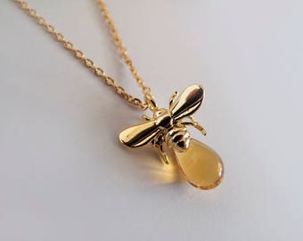 Tiny Honey Bee Necklace - Gold Bee Necklace - Gift for Her