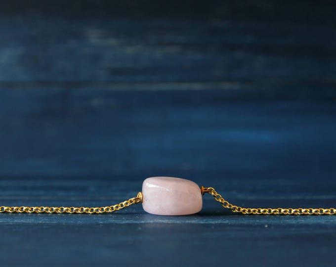 Pink quartz gemstone bracelet
