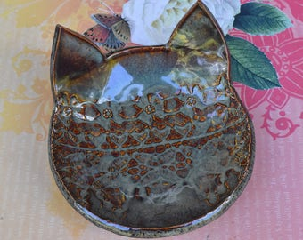 Cat bowl. Cat spoon rest. Cat dish. Cat jewelry holder. Small ceramic bowl. Lace cat dish.Soap holder. Lace bowl