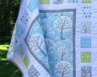 SALE!  BACKYARD BABY Windy Day patchwork baby quilt.  Ready to Ship. 40x40