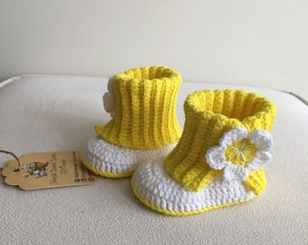 Crochet baby shoes, baby girl shoes, baby booties, slippers, flower shoes, gift for baby girl, 3-6 months