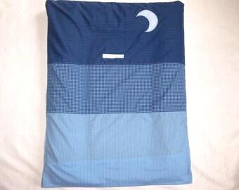 Housse de matelas à langer bleue brodé lune et étoile et son lange amovible en éponge bambou