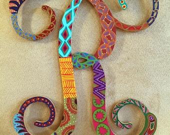 """Hand Painted Bohemian Quilt Design Decorative Letter """"R""""  12""""Hx""""12""""Wx.5""""D W0151"""