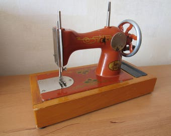 Sewing machine, Small Vintage Sewing machine, Toy sewing machine, Hand Crank Machine, Made in USSR, one thread sewing machine, metal toy