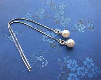 Chains through Silver 925 small white pearl earrings. Delicate jewelry / chain sliding /bijoux minimalist & modern