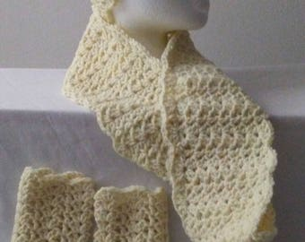 ladies hat cowl and fingerless gloves
