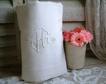 French vintage embroidered monogram linen metis bed sheet. 196 x 280 cm. 76.5 x 110 inches. Monogram initials JG. French country home.