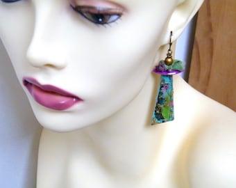 Boucles d'oreilles japonisantes - artisanales - breloques argile polymère - peint main - métal émaillé violet - soie - pièce unique