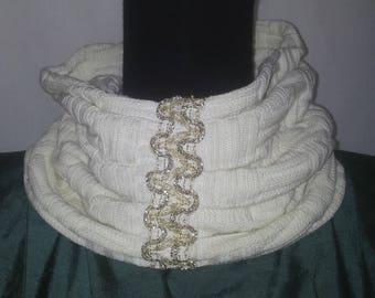 Snood ou col-fraise en coton  écru tricoté damier à galon de fil et de perle doré