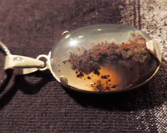 Silver necklace with a MOSS agate pendant. #MAp4