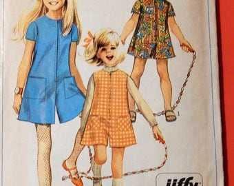 Simplicity 7406 Simple to sew vintage girls' pantdress or pantjumper Culottes Size 8