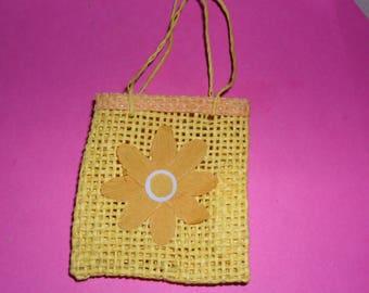1 raffia bag yellow and his Daisy 65X58mm