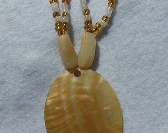 Mother of pearl pendant beaded necklace