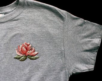 Hand-embroidered T-shirt Lotus