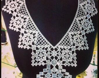 1 x small 31 cm X 35 cm white guipure lace collar applique