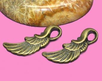 10 beautiful 25x05mm angel wing charms.