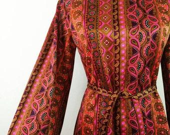 Vintage 1960s handmade dress pink brown Paisley turtleneck bells sleeves size M