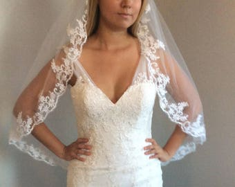 high quality veil with lace at the edge