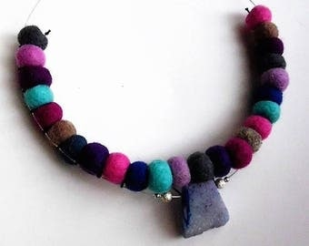 Necklace of Violet felt, blue lilac grey, sewn on a round of harmonic thread central synthetic stone, carabiner clasp