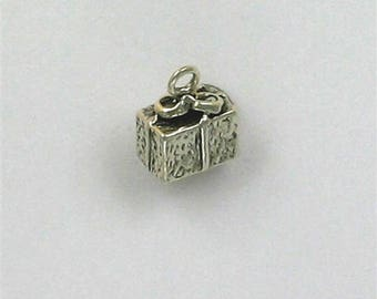 Sterling Silver 3-D Wrapped Gift or Present Charm