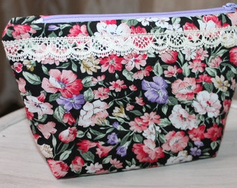 Fabric flowers and lace print Pocket gift idea