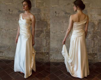 1920s vintage style wedding dress/ silk wedding dress/ bias cut/ draped/ champagne/ one shoulder/ with train/ gatsby/ Robe de mariée vintage