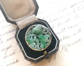 Vintage carved jade ring. Jade and gold ring. 1930's ring. Carved Jade ring.