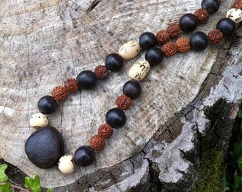 Ethnic necklace with exotic seeds (bull eye, Rudraksha, pona, acai, savonnette) - unisex