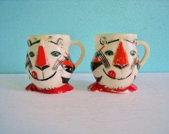 Set of 2 Tony the Tiger figural mugs, plastic. Advertising premium 1970s. F&F Mold and Die Works. Kellogg's Frosted Flakes. Grrrreat!
