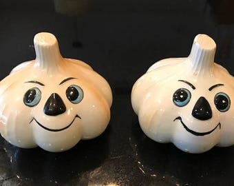 Anthropomorphic Garlic Bulb Face Salt & Pepper Shaker Set