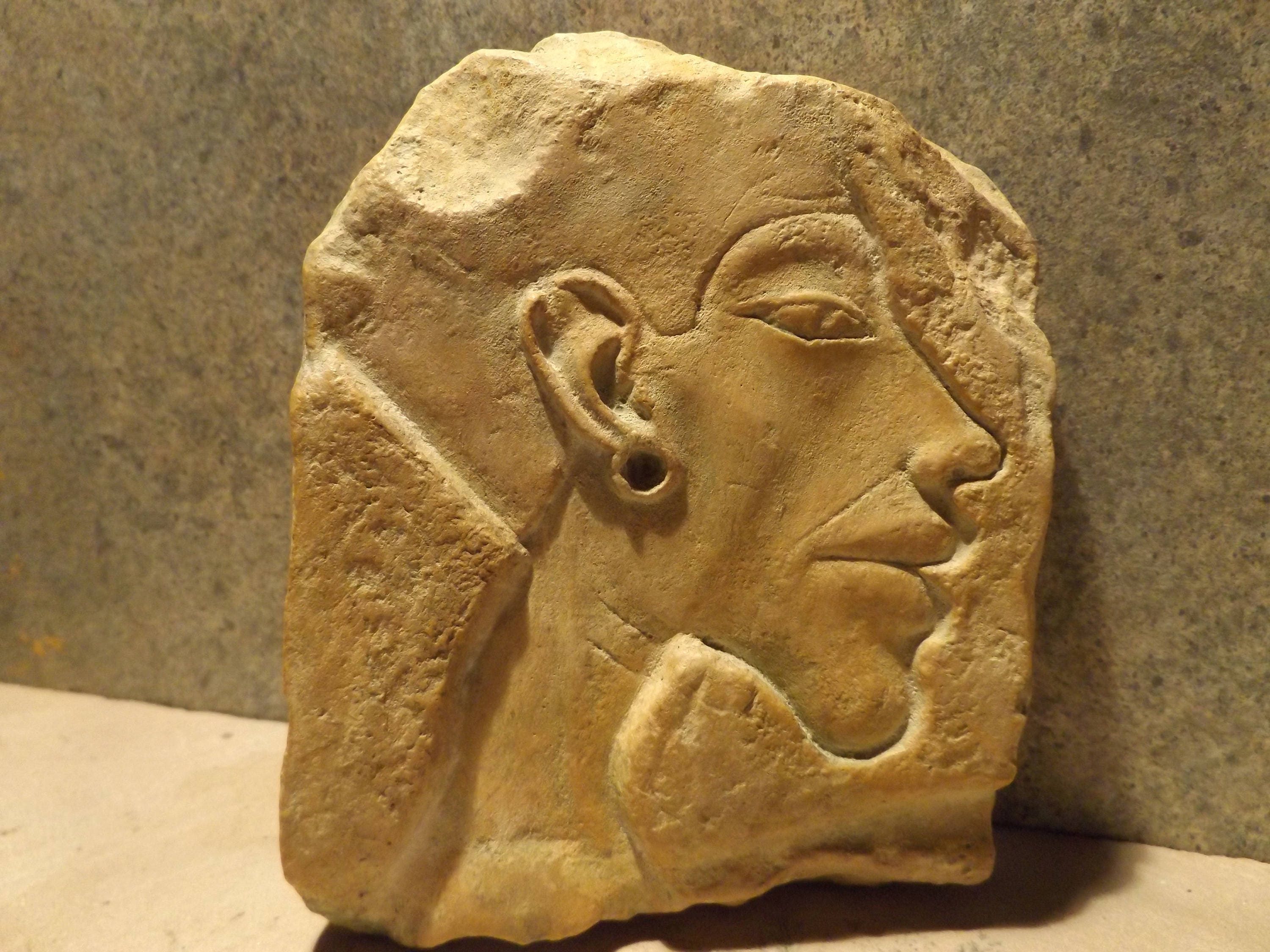 Egyptian art sculpture akhenaten relief carving