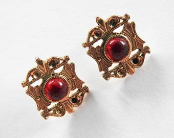 Red Glass Cabochon Gold Tone Pierced Earring