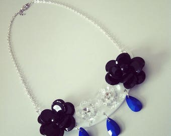 Bib necklace flowers and drops black, white and blue