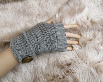 Grey Fingerless Gloves With Round Button / Fingerless Winter Gloves/ Gauntlets