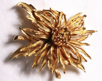 Vintage Corocraft Coro Gold Tone Mum Flower Brooch Pin
