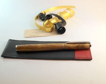 Fountain pen in sumac, with its leather case