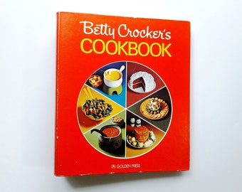 Vintage Betty Crocker's Cookbook, 1976, Red, Pie Shape Cover, Five Ring Binder, Classic, Reference, How To, Kitchen Tested Recipes