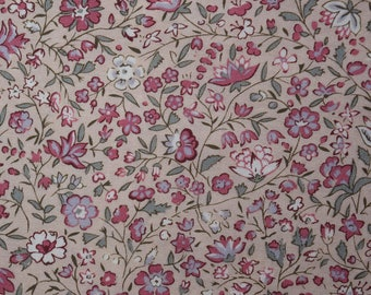 Quilt Fabric Quilting Fabric Cotton Calico Pretty Pink Tossed Floral by Marcus: FQ 17x21 or Cut-to-Order