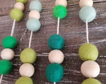 St. Patrick's day garland. Wood bead garland, felt ball garland decor, st. Pattys decor 6ft spring garland, green Garland.. Gold garland