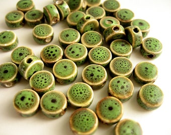 30 pearls porcelain green lozenge 9x5mm