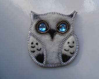 black and white OWL with blue eyes, wool and felt with the zipper pin