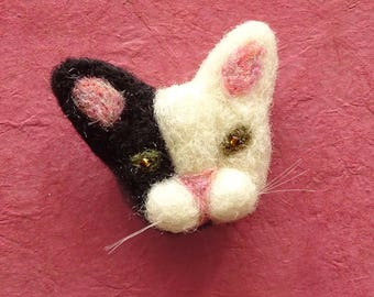 Cute Cat Face Pin Badge - Kitty Cat Jewelry - Cat Brooch - Cat Lady Jewelry - Needle Felted Cat - Cat Lover Jewelry - Cat Owner Gift Idea