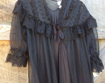 Vintage NWT black nylon Bernette NY nightgown and robe set Size M