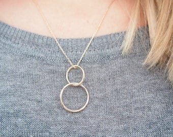 Pendant necklace gold plated two interlocking circles 750/000 / gold plated necklace